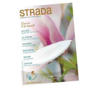 Léticia Granger écrit sa brève pour le magasine STRADA